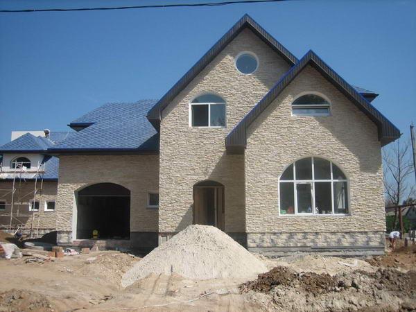 Строительство дома из газобетона и кирпича